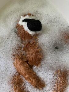 株式会社ヒトコト社英会話トーキーのキャラクター、トーキーモンキー洗われる。wash wash